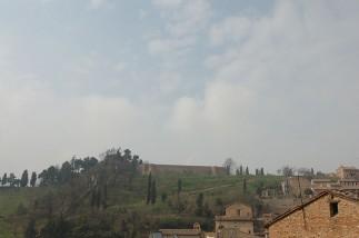 86 - La Fortezza Albornoz è una costruzione fortificata che si trova nella città di Urbino.Costruita in posizione strategica per volere del Cardinale Anglico Grimoard tra il 1367 ed il 1371, deve il suo nome al Cardinale Egidio Alvarez Carillo de Albornoz, che si occupò del suo ampliamento e della sua ristrutturazione avvenuta sempre nel corso del 1300.