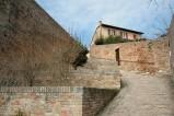 88- La Fortezza Albornoz è una costruzione fortificata che si trova nella città di Urbino...