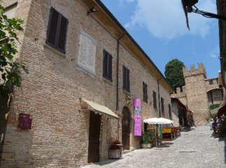 19 - Gradara - Palazzo Rubini, ludoteca e sala convegni