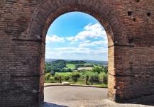 22 - Porta Nova dall'interno del borgo
