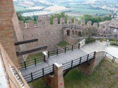 52 - Porta d'ingresso vista dal Castello