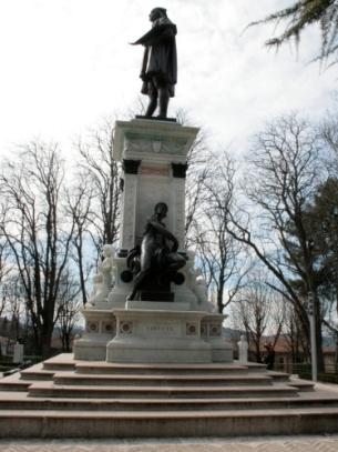 82- Urbino - Il Monumento a Raffaello