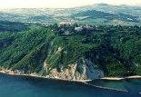 43 - Panorama dal Mare del Parco Naturale Monte San Bartolo e Gabicce Monte.