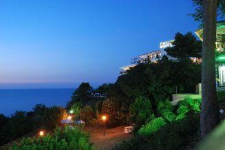 44 - Nel parco. Gabicce Monte - Hotel Ristorante Posillipo