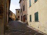 74 - Fiorenzuola di Focara - una via del borgo