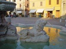 54 - Fano. Particolare della fontana cinquecentesca della Fortuna