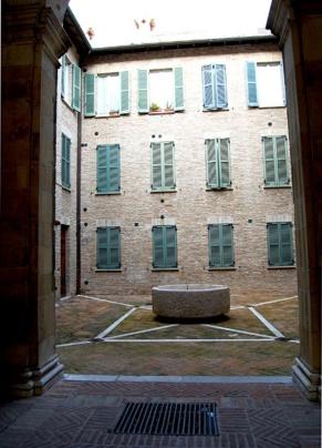 89 - Fano. Palazzo Martinozzi. Cortile interno