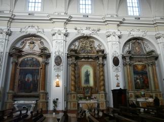 63 -Fano, interno della Chiesa di S. Maria Nuova , altari sulla destra