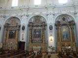 64 Fano, interno della Chiesa di S. Maria Nuova , altari sulla sinistra.