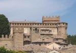 46 - Gradara- In cima al borgo fra le due torri , porta natale l'entrata alle mura della Rocca o castello demaniale.