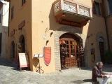 16 - Particolari , ingresso del Museo Storico in Piazza V Novembre centro Storico di Gradara.