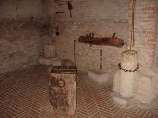 57 - Gradara - Castello. La camera delle torture