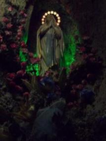 48 - Gabicce Monte. Statua di Maria all' interno della chiesa di Sant' Ermete martire.