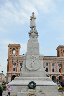 11 -Forlì. Monumento Ad Aurelio Saffi al centro della Piazza Aurelio Saffi