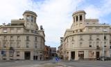 10 -Forlì. Piazza Vittoria. Le Palazzine Gemelle che delimitano l'ingresso di corso della Repubblica verso Piazza Aurelio Saffi
