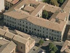 23. - Il Palazzo Paulucci De Calboli visto dall'alto.