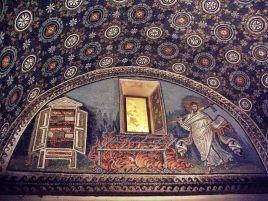 9 - Mausoleo di Galla Placida particolare lunetta di san Lorenzo