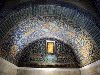 15 - Mausoleo di Galla Placida. Particolare lunetta dei cervi alla fonte