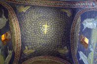 16 - Ravenna,Mausoleo di Galla Placida particolare motivi sulla cupola.