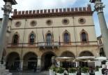 90 - Ravenna Palazzo merlato in Piazza del Popolo