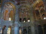 26 -Ravenna. La Basilica di San Vitale. Scorcio dell'interno con le esedre