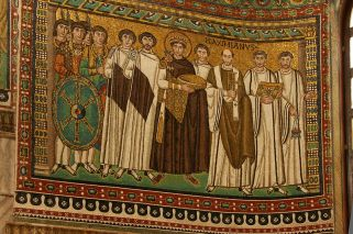 30 - Ravenna San Vitale interno. Corteo Giustiniano