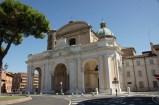 92 - Ravenna. Il Duomo di Ravenna è, probabilmente, l'unica chiesa importante della città priva di mosaici. La cattedrale metropolitana della Risurrezione di Nostro Signore Gesù Cristo è il principale luogo di culto cattolico della città di Ravenna, sede vescovile dell'arcidiocesi di Ravenna-Cervia.