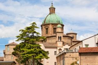 94 - Duomo di Santo Spirito in Ravenna. L'edificio sacro più importante di Ravenna è stato realizzato da Gianfranco Buonamici nel XVIII secolo.