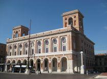 17- Forlì. Piazza saffi- Da vedere anche il Palazzo delle Poste, esempio del patrimonio architettonico degli anni 20-40