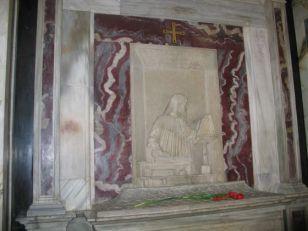 62 -Ravenna. Tomba di Dante Alighieri, particolare