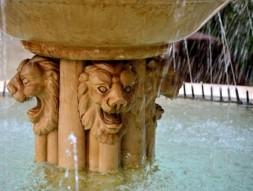 111 - Ravenna. Giardini-Pensili, leoni