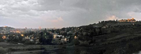 1 - Panorama di Cesena e le sue colline. Sorge sulla via Emilia (circa 18 km a sud-est di Forlì, 30 km a nord-ovest di Rimini e 35 km a sud di Ravenna)