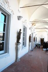 82 - Cesena Palazzo Ghini, La loggia di accesso asl salone, è ornata da statue di Francesco Calligari (sec. XVIII)