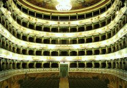 94 - Cesena. Teatro Bonci. All'interno la sala a ferro di cavallo è impreziosita da stucchi dorati e dai dipinti di Francesco Migliari.