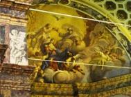 132 - ABSIDE. Il catino dell'abside è stato dipinto da Giovanbattista Razzani, che lo affrescò nel 1640, raffigurando l'Incoronazione della Vergine Maria da parte della SS Trinità.