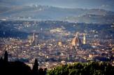 3 - Firenze vista da Fiesole. Firenze è un comune italiano di 377.207 abitanti, capoluogo dell'omonima provincia e della Toscana. È l'ottavo comune italiano per popolazione e il primo della Regione Toscana.