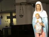 149 - PARTICOLARE NELLA CRIPTA. Particolare della statua raffigurante la Madonna con Gesù bambino, presente all'interno della Cripta.