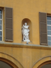 24 - Cesena-Palazzo Comunale-statue particolare