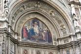 33 - Firenze. Santa Maria del Fiore, particolare sopra al portale. Cristo in trono con Maria e san Giovanni Battista.