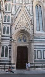 35 -Firenze. Duomo. La porta della Mandorla.