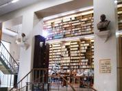 158 - PARTICOLARE DEL BALLATOIO.Il ballatoio che mette in comunicazione i due saloni della biblioteca.