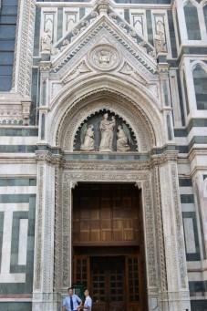 39 - Firenze. La porta dei canonici.