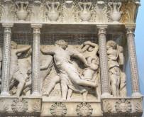 158 - Il Museo dell'Opera del Duomo. Particolare della Cantoria d Donatello.