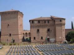 71 - Cesena-Sistemazione di sedie prima di un concerto.