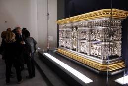 151 - Firenze. Il Museo dell'Opera del Duomo. Altare d'argento del Battistero di San Giovanni. Occorsero oltre 100 anni per realizzare l'altare d'argento, 200 chili di argento e 1050 placchette smaltate.