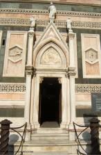 82 - Firenze. Campanile di Giotto, ingresso.