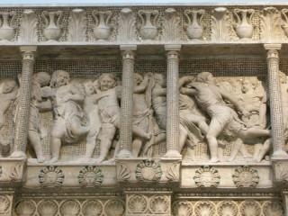 159 - Il Museo dell'Opera del Duomo. Particolare della Cantoria d Donatello.