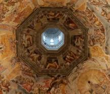 26 - Firenze . Duomo una piccola porzione dell'interno della lanterna nella cupola del Brunelleschi con le decorazioni artistiche.