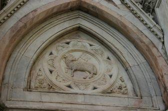 83 - Firenze - Campanile di Giotto, particolare sopra l'entrata.
