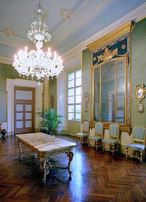25 - Cesena - L'interno della sala degli Specchi del Palazzo Comunale